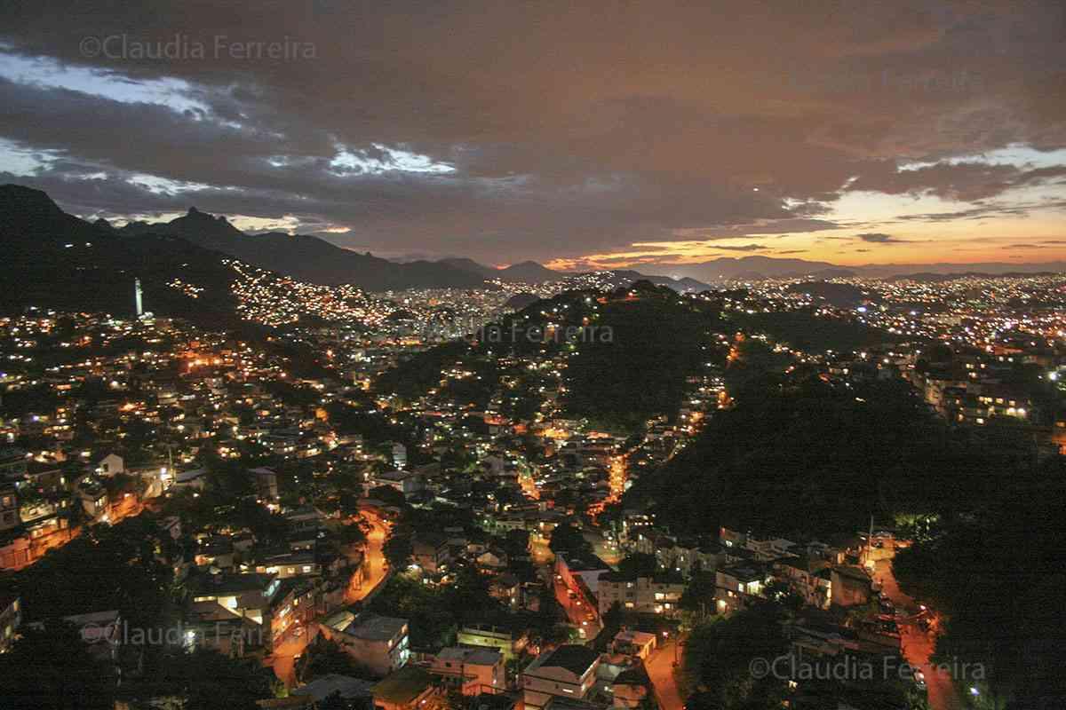 VISTA AÉREA DOS MORROS DO RIO DE JANEIRO