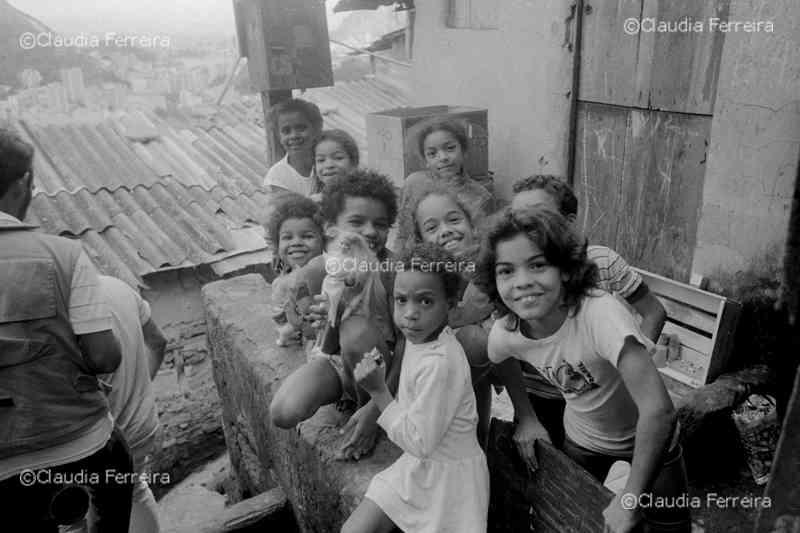 Crianças no Morro Dona Marta