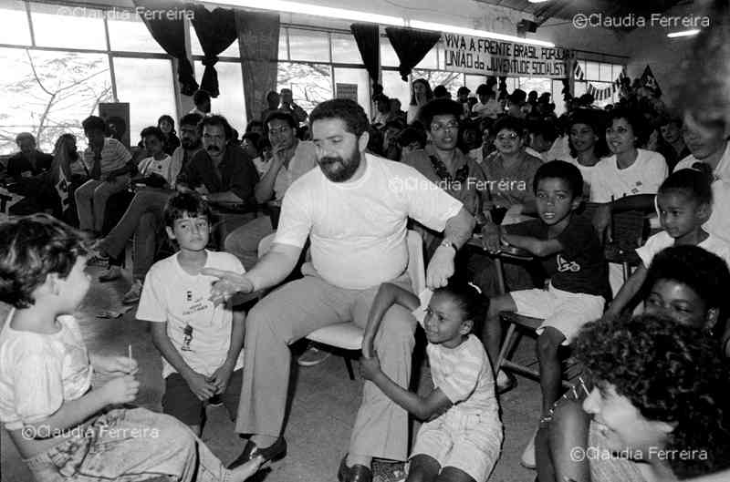Campanha em apoio ao candidato à presidência Lula