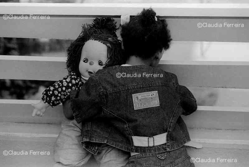 Menina com sua boneca