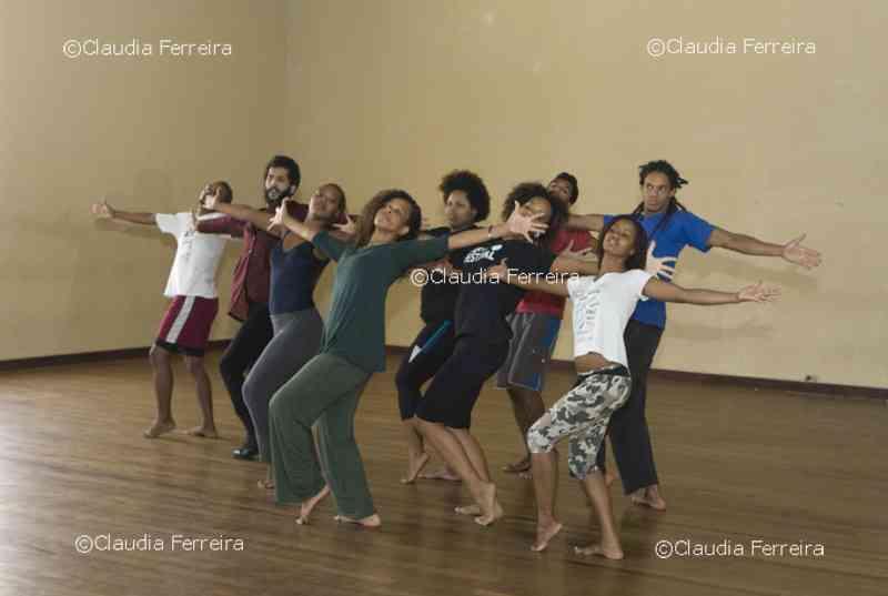 Carmen Luz and Favela Força Group